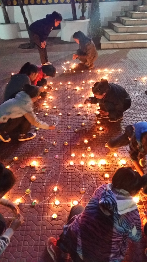 Children from the Bon-community lighting candles at the celebration of Nyame Sherab Gyaltsen´s birthday